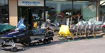 Motoslitta con rimorchio per trasporto passeggeri